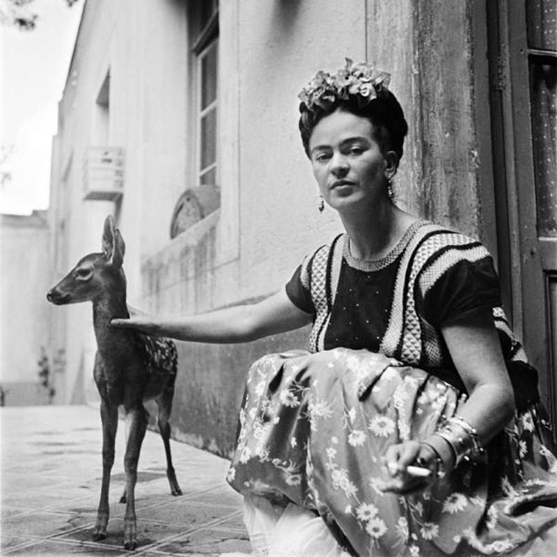 Frida Khalo ze swoim zwierzakiem