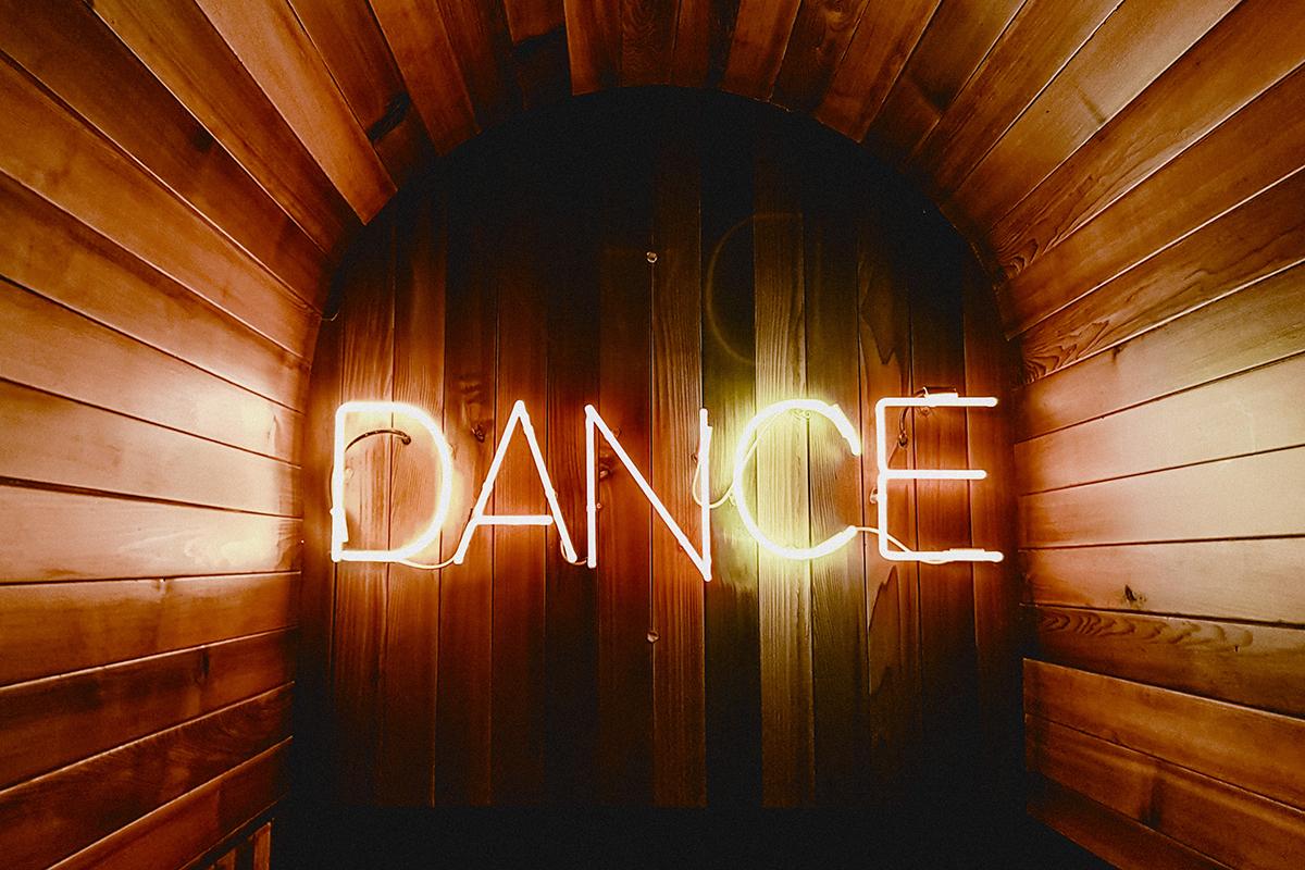 tancz jakby nikt nie widzial